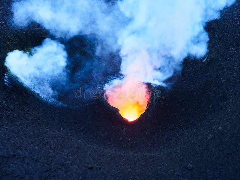 斯特龙博利岛火山的爆发,风神海岛,西西里岛,意大利 免版税库存图片