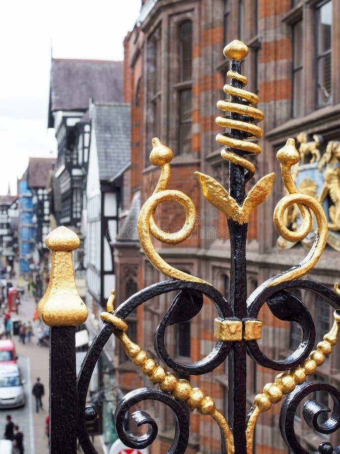 彻斯特CHESHIRE/UK - 9月16日:金子被绘的锻铁R 免版税库存图片