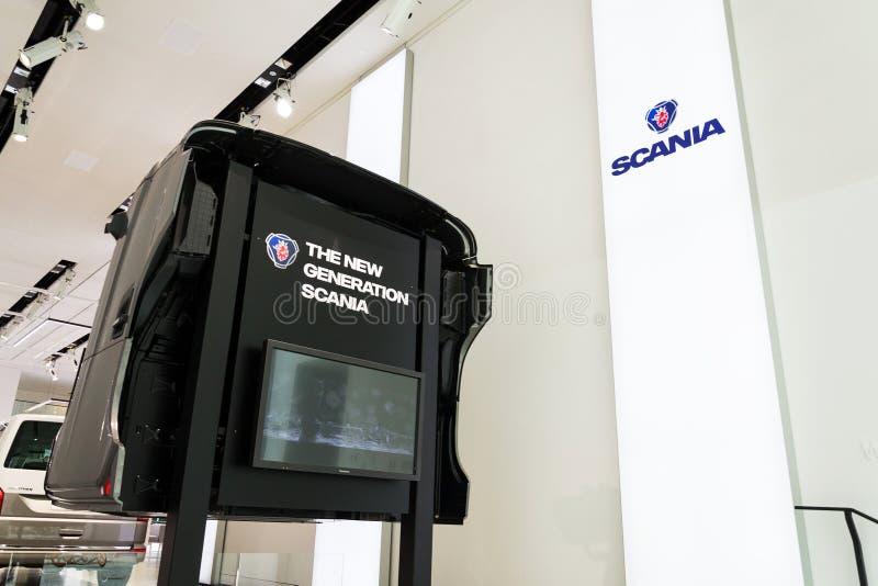 斯科讷在卡车客舱的公司商标在大众集团论坛驱动 库存图片