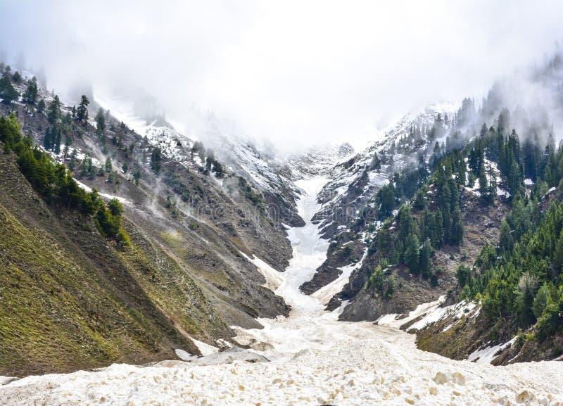 斯诺伊山风景看法在Naran谷,巴基斯坦的 图库摄影