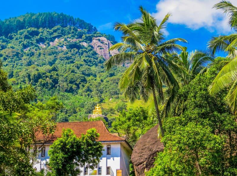斯里兰卡马塔莱区阿鲁维黑尔阿鲁维哈拉亚岩洞寺 免版税库存图片