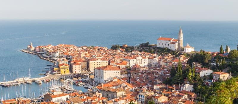 斯洛文尼亚人亚得里亚海岸的美丽如画的老镇皮兰 免版税库存照片