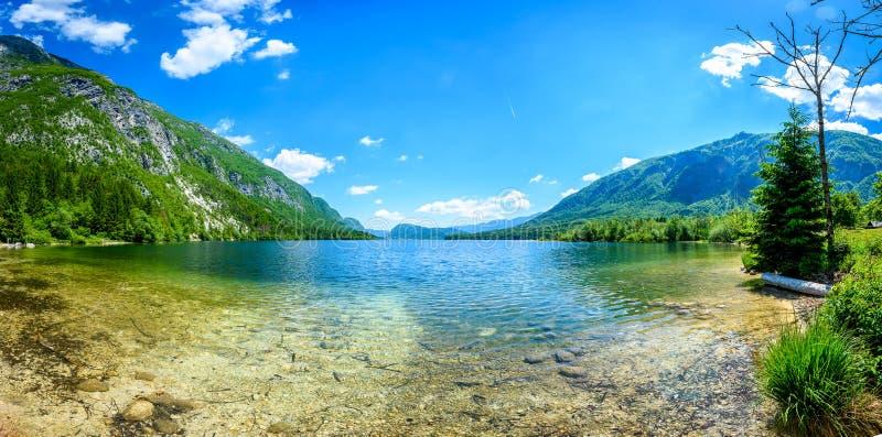 斯洛文尼亚视图的惊人的美丽的湖Bohinj从Ukanc 库存图片