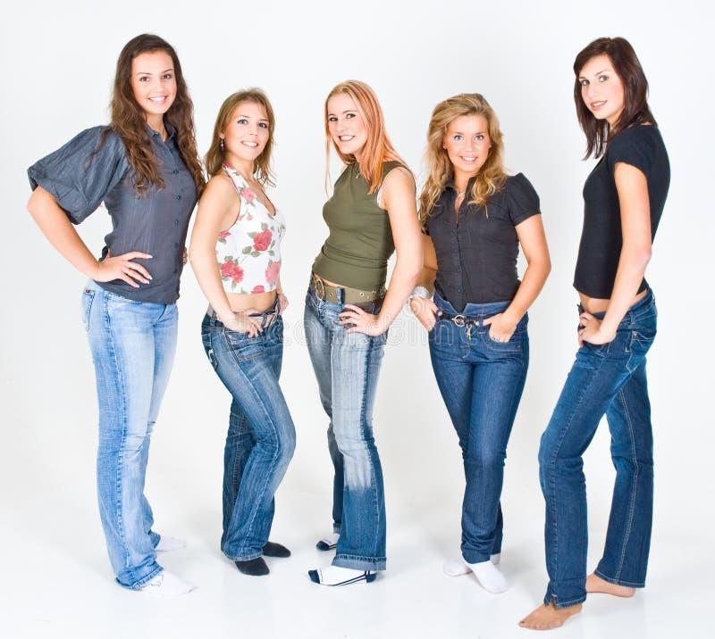 新五名摆在的妇女 免版税库存照片