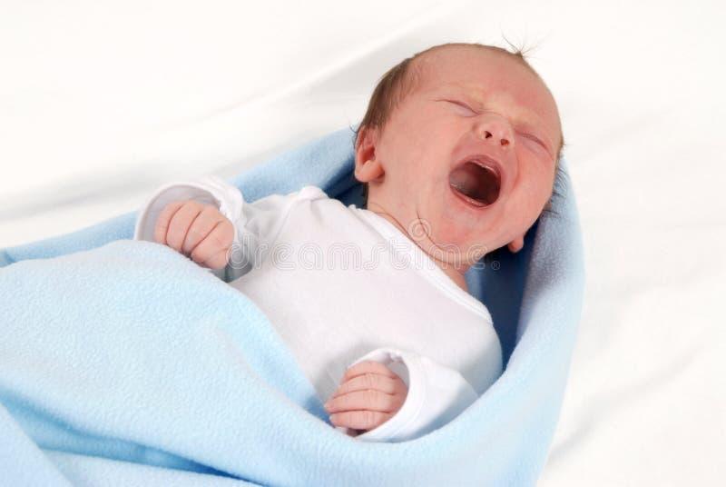 新出生婴孩的啼声 免版税库存图片