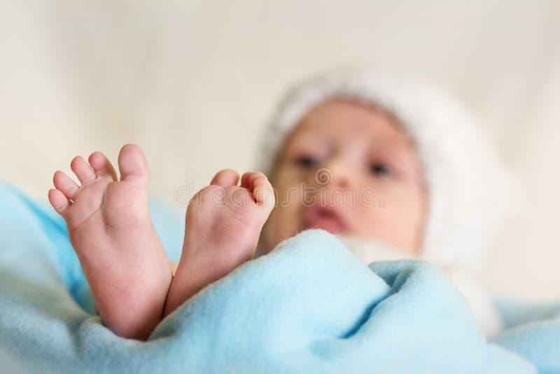 新出生的婴孩。 男孩 免版税库存图片