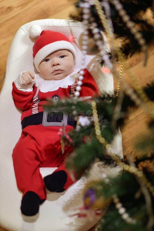 新出生的婴孩圣诞老人 库存照片
