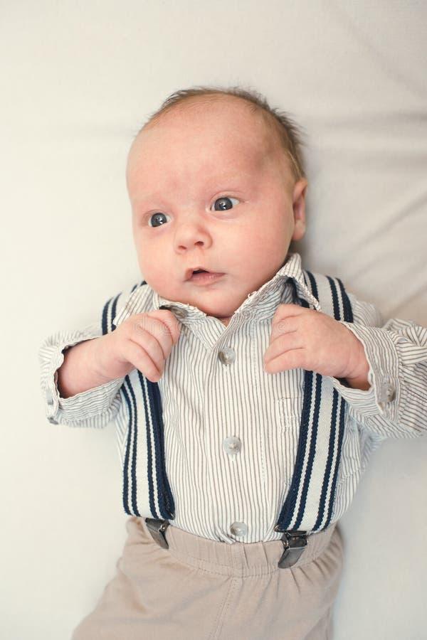 新出生的婴孩打扮象绅士 库存图片