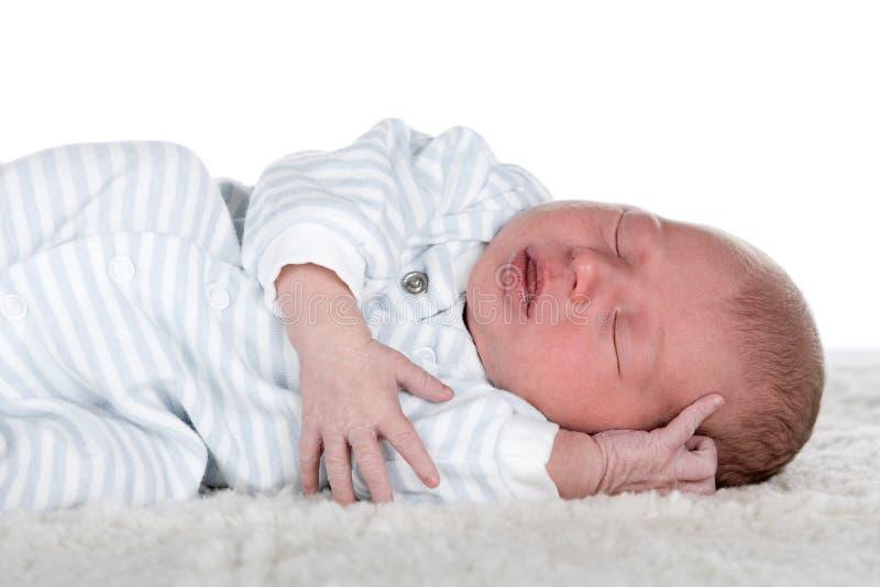 新出生的男婴 免版税图库摄影