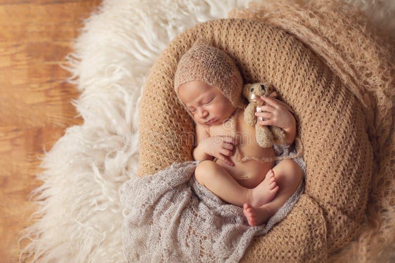 Download 新出生的睡觉的男婴 库存图片. 图片 包括有 婴孩, 子项, 赤裸, 无罪, 女孩, 位于, 方便, 表面 - 72357651