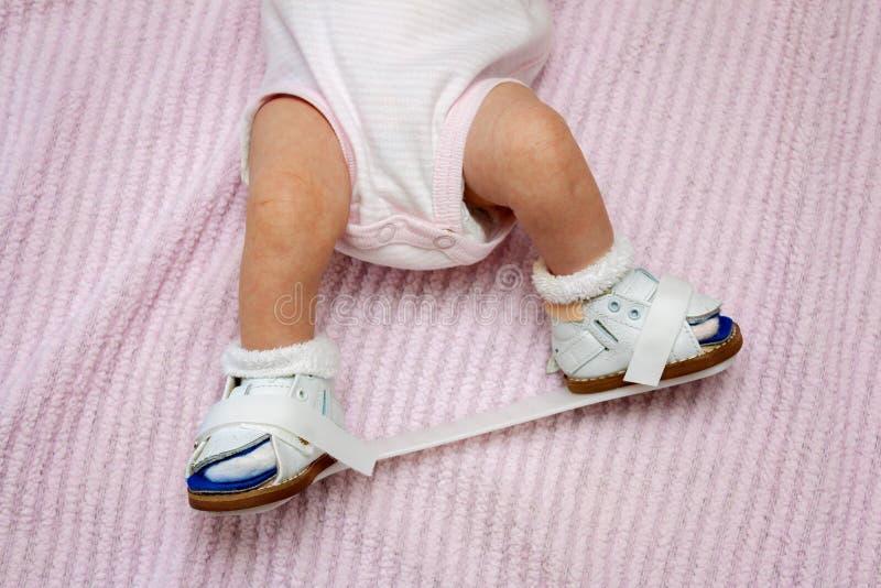 新出生的矫形鞋 免版税库存图片