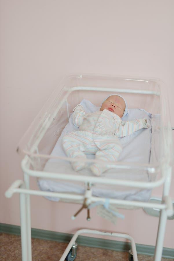 新出生的婴孩在产前医院 库存照片