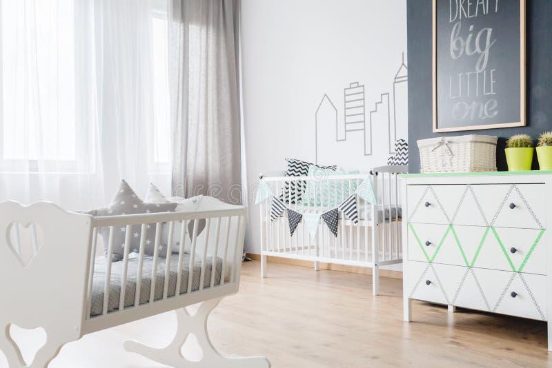 新出生的婴孩室内部 免版税图库摄影