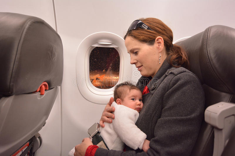 新出生的婴孩航空旅行 免版税库存照片