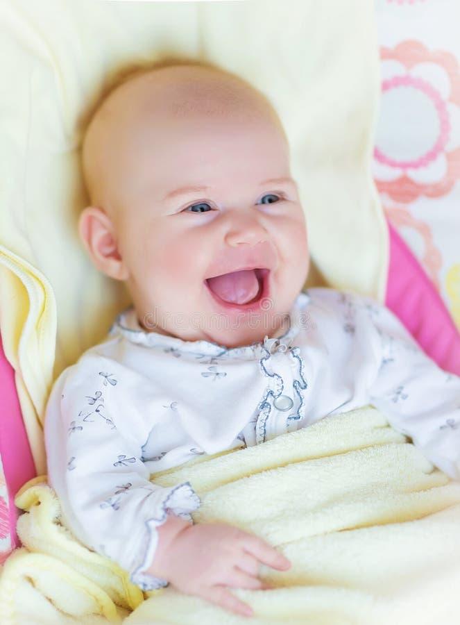 新出生婴孩笑 免版税库存图片