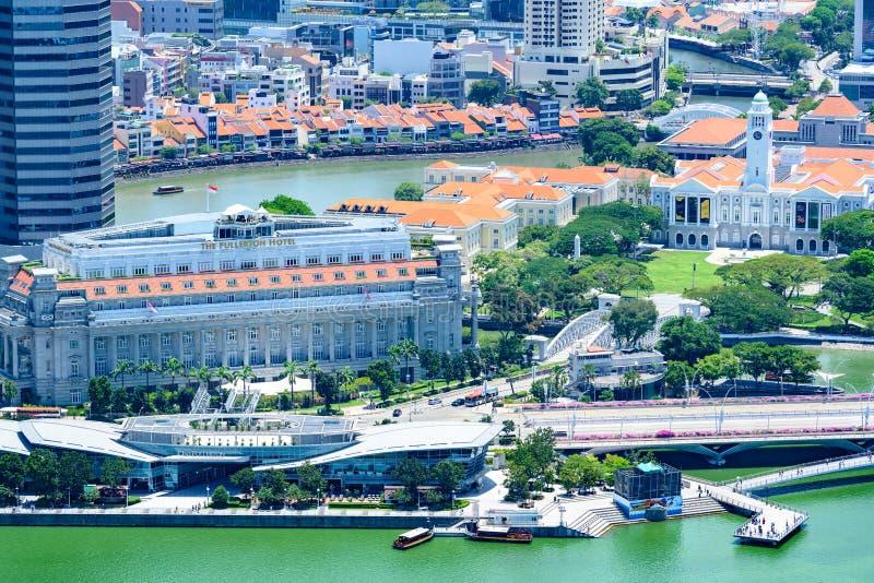 新加坡、富乐顿一,浮尔顿酒店、新加坡河和新加坡的历史小船奎伊 免版税图库摄影