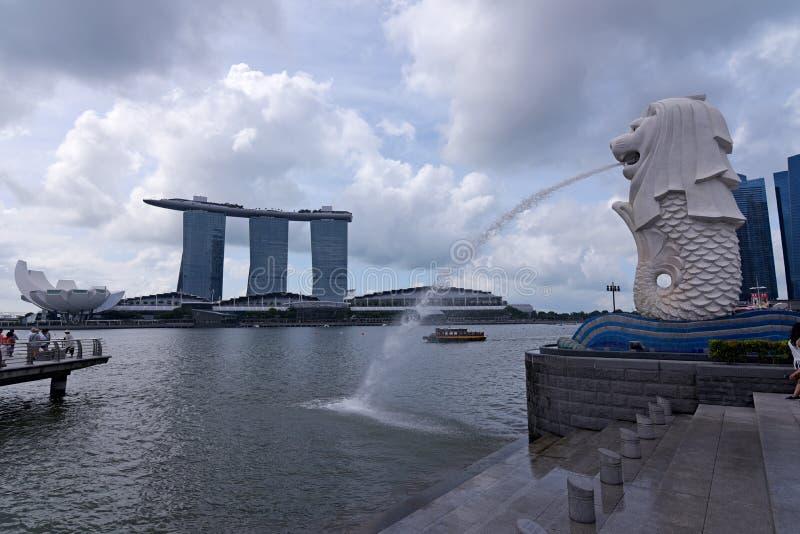 新加坡、Merlion和小游艇船坞海湾沙子 免版税库存照片