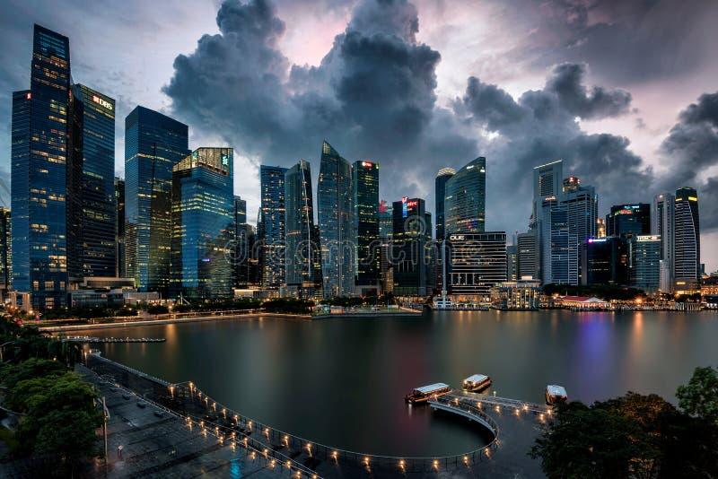 新加坡中央商务区遭遇风暴 免版税图库摄影