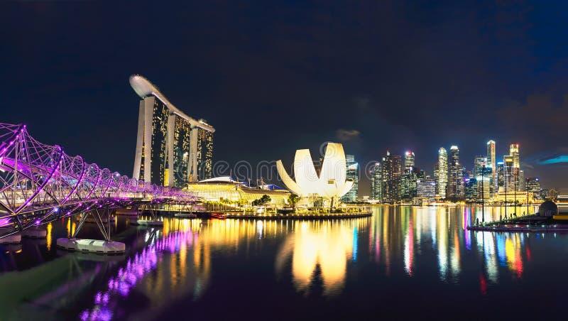 新加坡地平线,新加坡在黄昏的小游艇船坞海湾, bl的新加坡 免版税库存照片