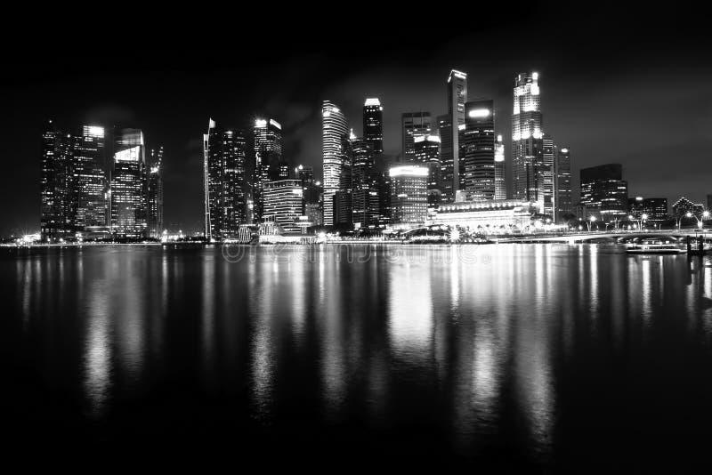 新加坡夜视图,小游艇船坞海湾全景 免版税库存照片