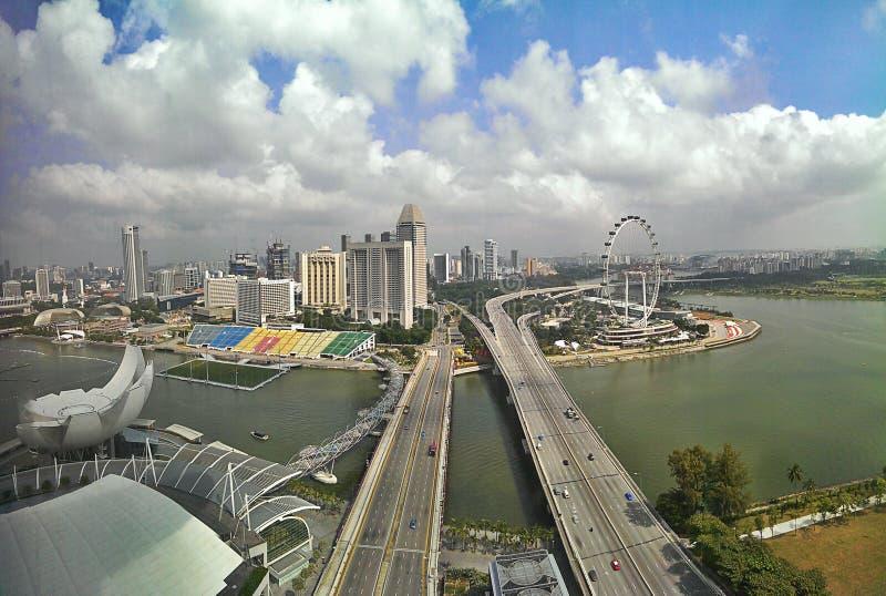 新加坡江边和高速公路。Bayfront Ave。并且Sheares Ave。  库存照片