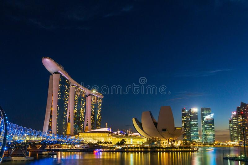 新加坡滨海湾的天际线 库存照片
