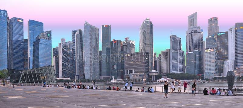 新加坡现代抽象建筑学和scyscrapers反对多云天空 库存图片