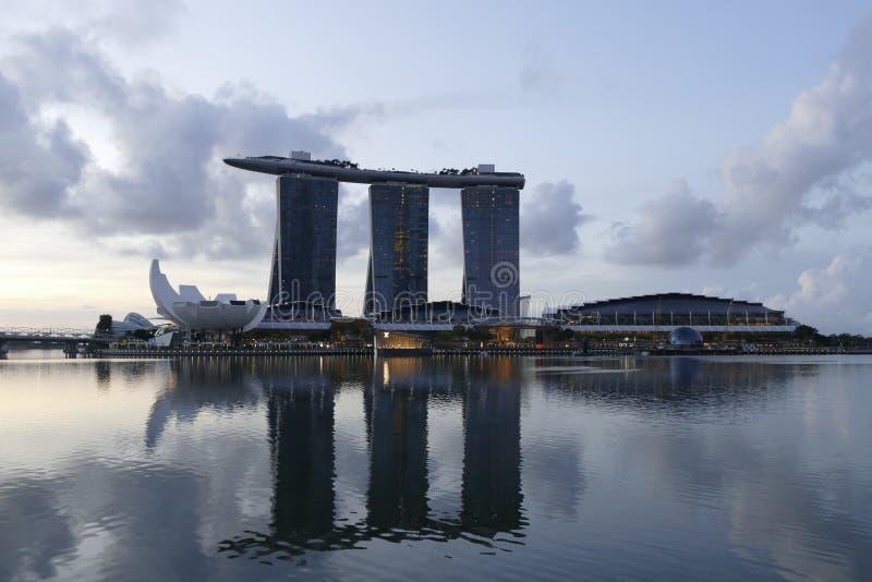 新加坡都市风景在小游艇船坞湾区 免版税图库摄影