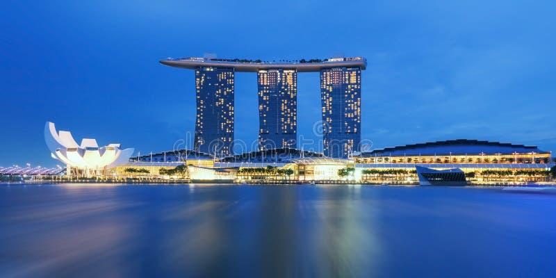 新加坡都市风景夜视图 免版税库存图片