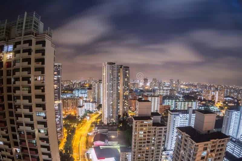 新加坡都市风景视图在从公寓的晚上 免版税图库摄影