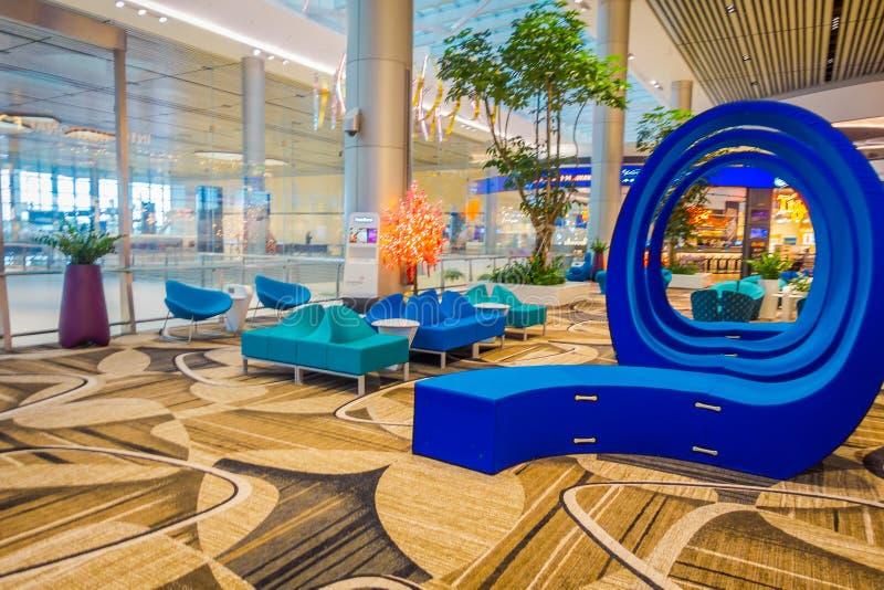 新加坡,新加坡- 2018年1月30日:位于休息室区域的美好的蓝色抽象派华美的室内看法  图库摄影
