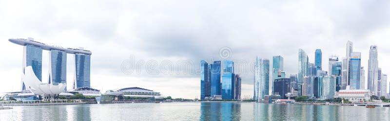 新加坡, 1月2016 14日:小游艇船坞海湾全景铺沙旅馆、桥梁、博物馆和财政区 免版税库存图片