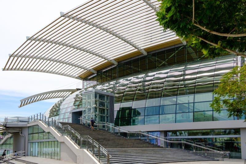 新加坡13 2019年4月:新加坡小游艇船坞海湾沙子购物中心玻璃门面细节 图库摄影