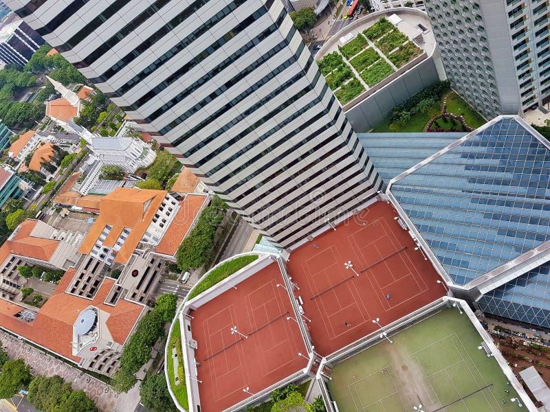 新加坡-2017年5月8日:从一个空中高层角度的屋顶网球场 图库摄影