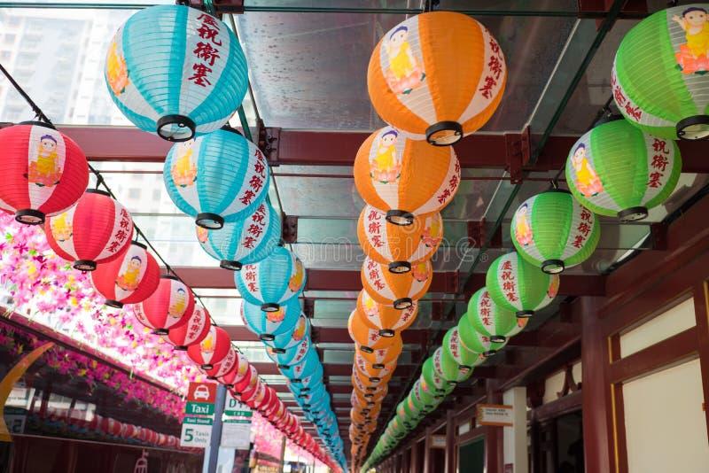 新加坡- 2016年5月2日:在菩萨牙遗物寺庙和博物馆的纸球灯笼在新加坡 库存图片