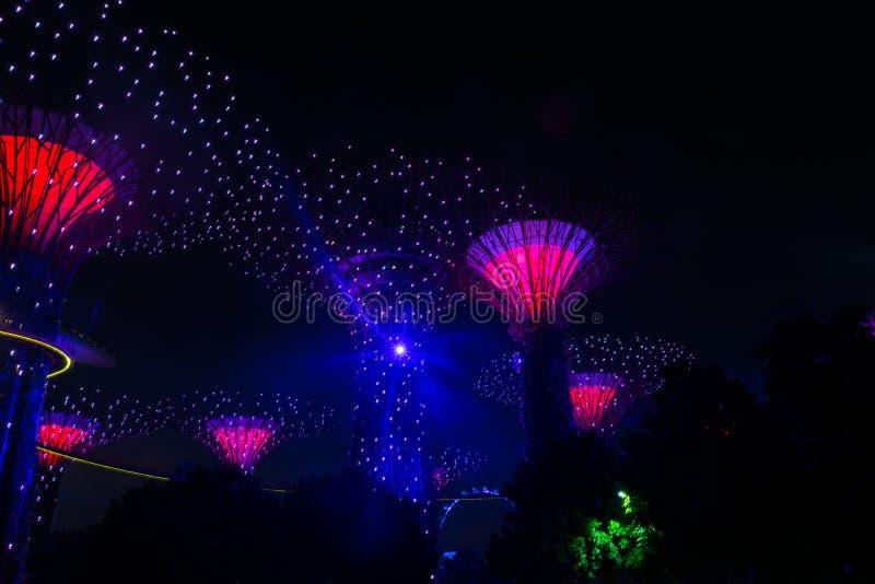 新加坡- 2018年10月13日 庭院晚上视图由海湾的 库存照片