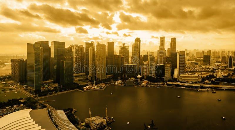 新加坡1月15日2018年:在日落的新加坡地平线 免版税库存图片