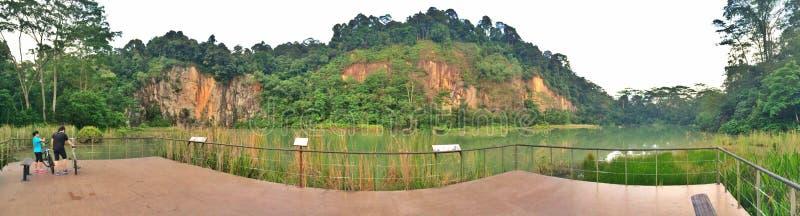 新加坡Quarry湖的骑自行车者 免版税库存图片