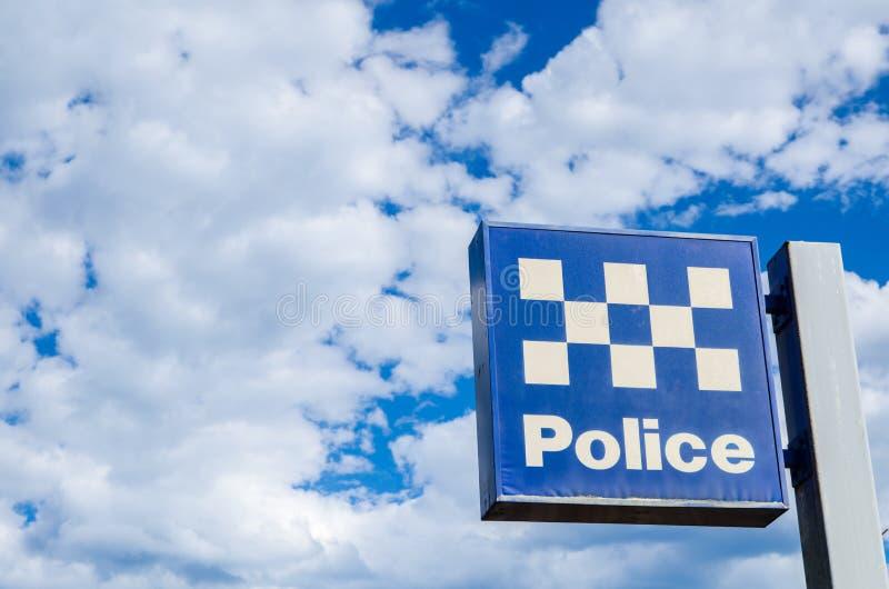 新南威尔斯与多云天空的警察局标志在背景 库存照片