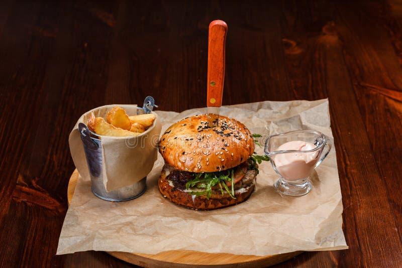 新原物供食的汉堡 库存图片