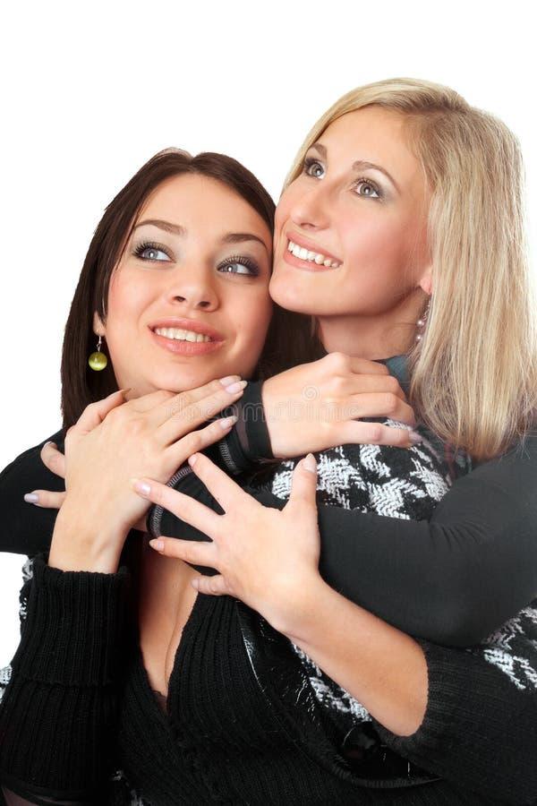 新可爱的拥抱的纵向二的妇女 免版税图库摄影