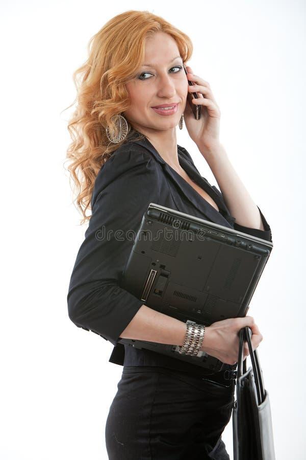 新和美丽的白肤金发的白种人女实业家 免版税库存图片