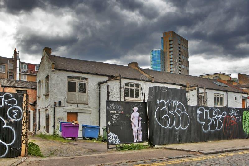 新和老 从商业街看见的Broadgate塔的上面 免版税库存图片