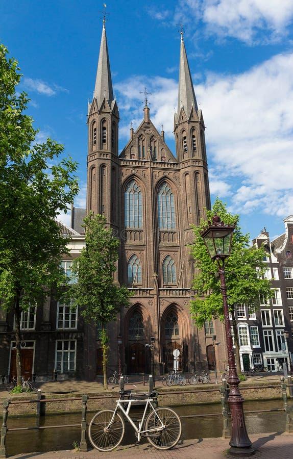 新哥特式天主教堂的门面告诉了De Krijtberg Kerk 两栖 荷兰 库存图片