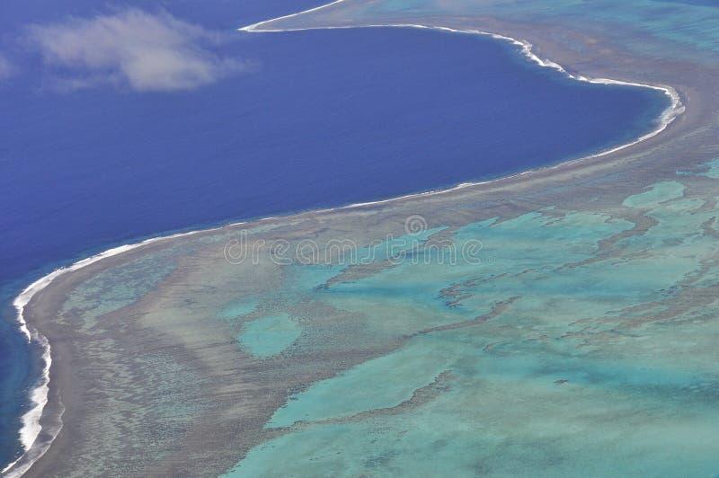 新喀里多尼亚盐水湖绿松石水鸟瞰图  免版税库存照片