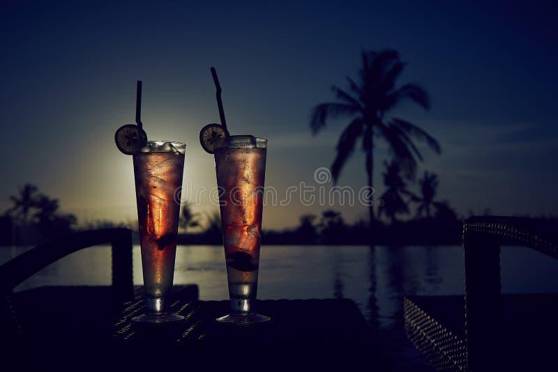 新夏天冷的酒精饮料异乎寻常的鸡尾酒 免版税图库摄影
