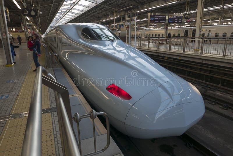 新大阪,JAPAN-NOVEMBER 11日2018年:Shinkansen N700A系列在 库存图片