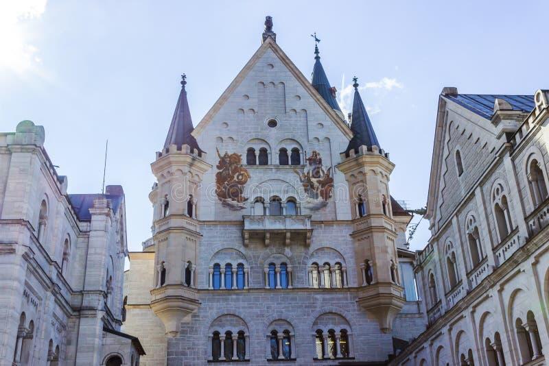 新天鹅堡城堡在巴伐利亚阿尔卑斯 免版税库存照片
