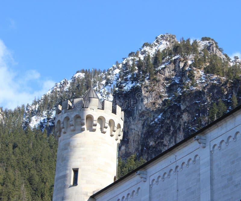 新天鹅堡城堡在巴伐利亚阿尔卑斯 免版税库存图片