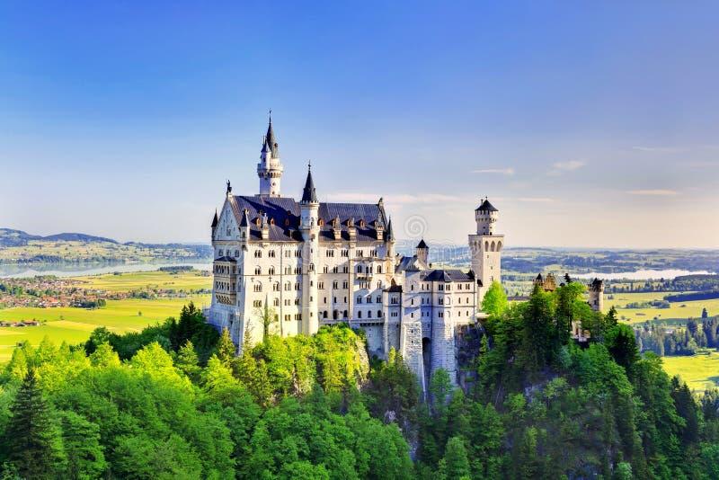 新天鹅堡城堡的夏天视图 图库摄影